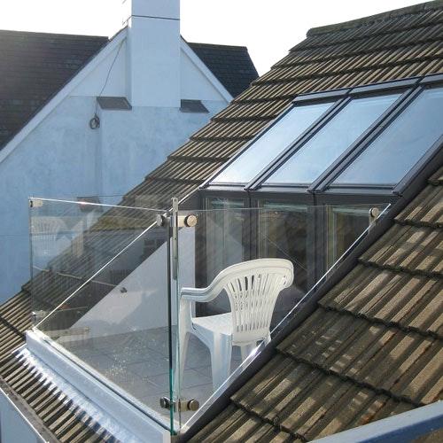Fenetre de toit se transformant en balcon
